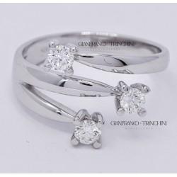 Anello Trilogy in Oro Bianco 18kt e Diamanti naturali carati 0.45